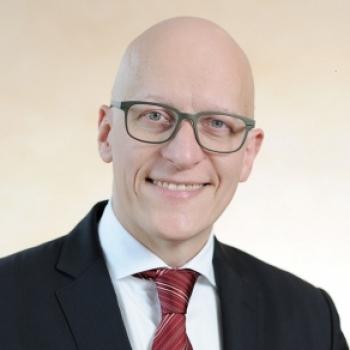 Dr. Karsten Junius
