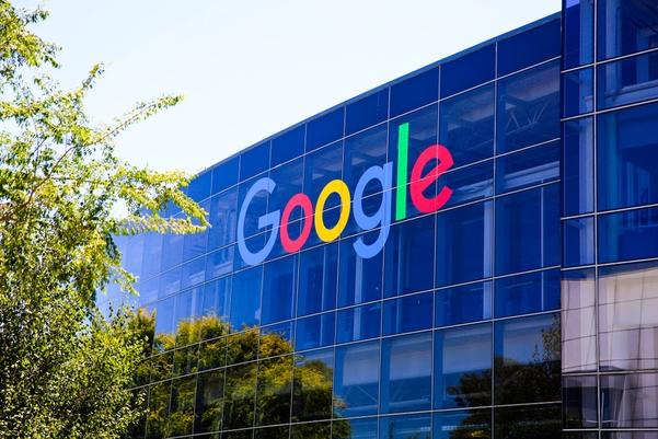 Google oder auch mittlerweile Alphabet hat noch nie einen Cent an Dividende gezahlt.
